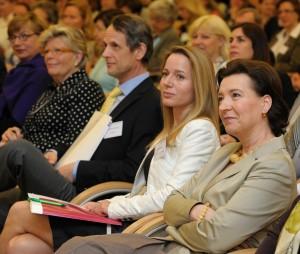Am 6. Mai 2013 lud Frauenministerin Gabriele Heinisch-Hosek (r.) zum ?Women Talk Business Symposium 2013 ? Erfolgsfaktor Frau: Quote & Co im Wirksamkeits-Test?.
