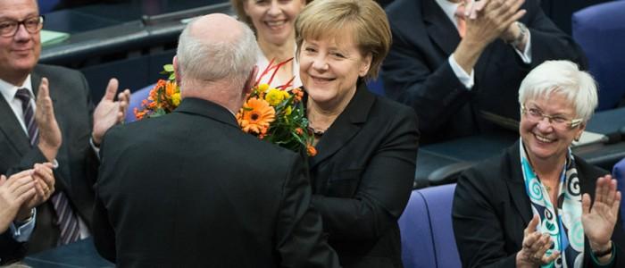 Angelobung Angela Merkel im Hintergrund Ursula von der Leyen Dezember 2013