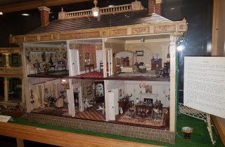 Puppenhaus aus Nordamerika, ca. 1900