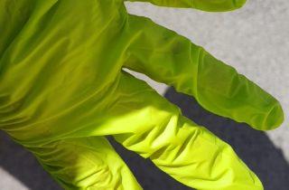Grüner Putzhandschuh